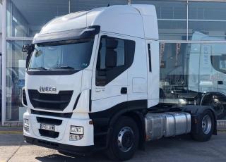 Cabeza tractora seminueva IVECO Hi Way AS440S46T/P, automática con intarder, de 2015, con 369.925km.