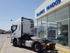 Cabeza tractora IVECO Hi Way AS440S46T/P ECO, automática con intarder, del año 2013, con 341.887km, con 12 meses de garantía de cadena cinemática.