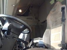 Tractor head IVECO Hi Way AS440S46T/P, automatic with retarder, year 2013, with 321.900km.