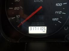 Cabeza tractora IVECO Hi Way AS440S46T/P, automática con intarder, del año 2013, con 317.110km, con 12 meses de garantía de cadena cinemática.