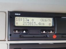 Cabeza tractora IVECO Hi Way AS440S46T/P, automática con intarder, del año 2014, con 215.815km, con 12 meses de garantía de cadena cinemática.
