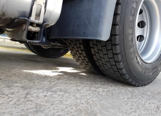 Cabeza tractora IVECO Hi Way AS440S46T/P EEV, automática con intarder, del año 2013, con 436.712km, con 12 meses de garantía de cadena cinemática.