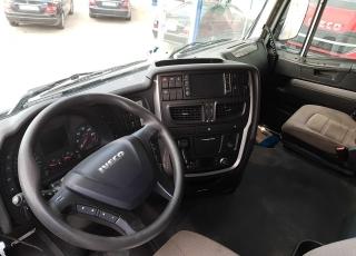 Cabeza tractora IVECO Hi Way AS440S46T/P EEV, automática con intarder, del año 2013, con 331.875km, con 12 meses de garantía de cadena cinemática.