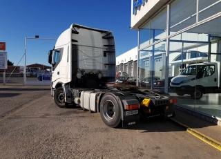 Cabeza tractora IVECO Hi Way AS440S46T/P EEV, automática con intarder, del año 2013, con 455.584km, con 12 meses de garantía de cadena cinemática.