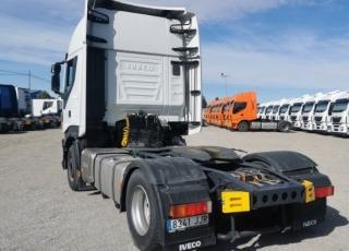 Cabeza tractora  IVECO Hi Way AS440S48T/P Euro 6,  Automática con intarder,  Del año 2015, con 576.560km Neumáticos 385/55R22.5 y 315/70R22.5  Precio sin impuestos, con tractora reacondicionada y con 12 meses de garantía de cadena cinemática.