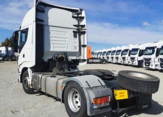 Cabeza tractora  IVECO Hi Way AS440S48T/P Euro 6,  Automática con intarder,  Del año 2015, con 663.625km Neumáticos 315/80R22.5  Precio 15.000€+IVA, con tractora SIN  reacondicionar y SIN garantía.  Precio 17.500€+IVA, con tractora reacondicionada y SIN garantía.