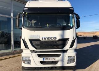 Cabeza tractora IVECO Hi Way AS440S48T/P Euro 6, automática con intarder, de 2014, con 636.094km.