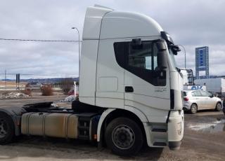 Cabeza tractora  IVECO Hi Way AS440S48T/P Euro 6,  Automática con intarder,  Del año 2015, con 640.723km Neumáticos 315/70R22.5  Precio 15.500€+IVA, con tractora SIN  reacondicionar y SIN garantía.  Precio 18.000€+IVA, con tractora reacondicionada y SIN garantía.