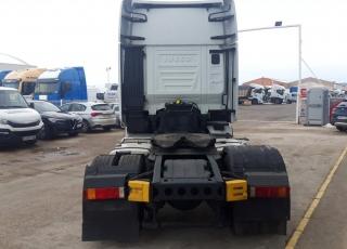Cabeza tractora  IVECO Hi Way AS440S48T/P Euro 6, automática con intarder,  del año 2015,  con 576.269km,  Precio sin impuestos, con tractora reacondicionada y con 12 meses de garantía de cadena cinemática.