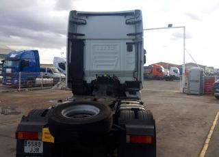 Cabeza tractora  IVECO Hi Way AS440S48T/P Euro 6, automática con intarder,  del año 2015,  con 599.545km, Neumáticos 315/70R22.5,  Precio 20.500€+IVA, con tractora reacondicionada y con 12 meses de garantía de cadena cinemática.