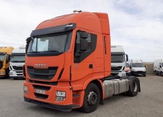 Cabeza tractora  IVECO Hi Way AS440S48T/P Euro 6,  Automática con intarder,  Del año 2015, con 650.216km Neumáticos 315/70R22.5  Precio 15.500€+IVA, con tractora SIN  reacondicionar y SIN garantía.  Precio 18.000€+IVA, con tractora reacondicionada y SIN garantía.