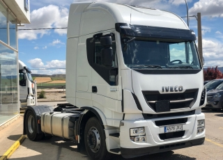 Cabeza tractora seminueva IVECO Hi Way AS440S50T/P, automática con intarder, de 2017, con 402.747km.