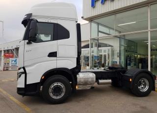 Nueva Tractora  IVECO X-WAY AS440S51TP: - Motor Cursor 13, 510cv. - Automática con intarder.  Cabina con mayor altura al suelo.
