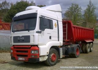 4 Tractoras MAN TGA 18.410, manual con intarder. 2 de 2002 y 2 de 2003. Tienen Aire Acondicionado, calefactor, equipo hidraulico.  Las cuatro bañeras son Fruehauf de hierro de 2 ejes.  VENDIDOS