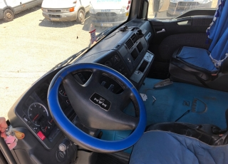 Cabeza tractora de ocasión MAN TG460A, automática con intarder, 1.358.529km del año 2003.
