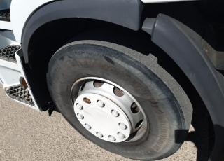 Cabeza tractora de ocasión  Renault Premium 460.18T,  automática con  intarder,  con 1.070.035km,  del año 2011.  Precio 10.000€+IVA SIN garantía. .