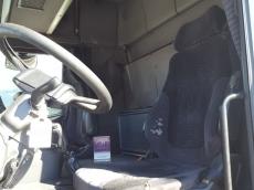 Cabeza tractora de ocasión marca Scania modelo R124 420CV, manual con intarder, año 2004, 1.439.925km, con 2 camas.