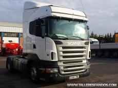Cabeza tractora de ocasión marca Scania modelo R420, automático (Opticruise) con intarder, año 2007, 815.273km, dos depósitos, dos camas, cabina Highline.