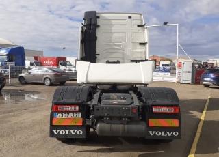 Cabeza tractora de ocasión, VOLVO FH13 460, automática con freno motor,  del año 2016, con 643.817km.  Precio 36.000€+IVA con tractora reacondicionada, ITV y revisión de tacografo al día y SIN garantía.