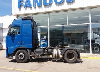 Cabeza tractora de ocasión VOLVO FH42 440, automática, 1.342.826km del año 2008 con equipo hidráulico.