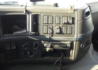 Cabeza tractora de ocasión VOLVO FM42 440, automática con equipo hidraulico, 1.377.225km del año 2006.