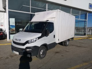 Closed box IVECO 35C14 puerta elevadora