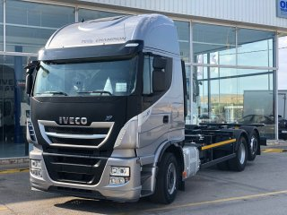 Chassis IVECO AS260S46Y/PS. 6x2 cajas moviles