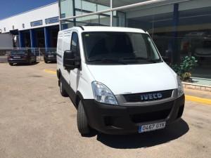 Entrega de furgón de ocasión IVECO 35S13V de 7m3 en Barañain, Navarra.