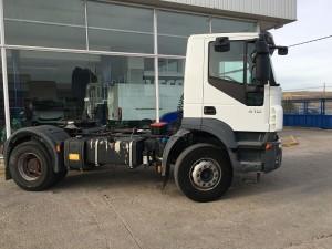 Entrega de cabeza tractora de ocasión de obras IVECO Trakker AD400T41 manual con intarder y equipo hidráulico para Valencia.