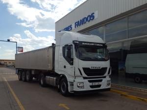 Entrega en Calanda, Teruel. Una tractora nueva IVECO Hi Way AS440S48T/P.