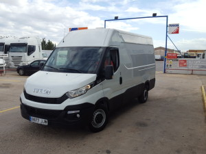 Entrega de furgón seminuevo IVECO 35S13V 12m3 con el excelente cambio Hi Matic para nuestro amigo Pablo de Paterna, Valencia.