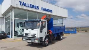 Entrega de camión IVECO ML180E27 con caja volquete y grúa, para Peter de Alicante.