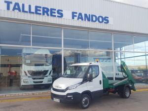 Entrega de furgoneta nueva IVECO 35C15 carrozada con equipo de cadenas.