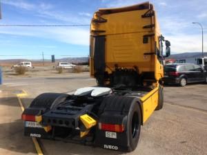 Entrega de flamante cabeza tractora IVECO AS440S50TP automática con intarder. Con carenados y llantas en color negro.