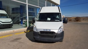Entrega de furgón de ocasión IVECO 35C13V de 15m3 con doble rueda en eje trasero que se va a Alcañiz.