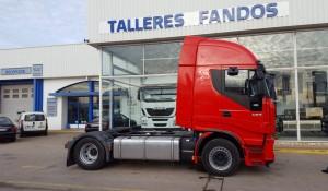Fernando Fandos entrega una estupenda cabeza tractora de ocasión IVECO AS440S46TP a Petru de Gerona.