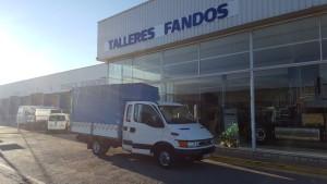 Entrega de furgoneta IVECO 35C13D con doble cabina con 7 plazas y caja de lonas.