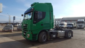 Entrega de tractora de ocasión  IVECO AS440S50T/P automatica e intarder  con ADR completo, del año 2012.