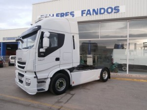 Entrega de cabeza tractora de ocasión IVECO AS440S48TP del año 2015 para Barcelona