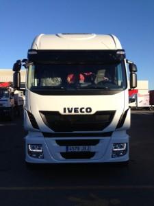 Entrega de cabeza tractora nueva IVECO Hi Way AS440S50TP automática con intarder.