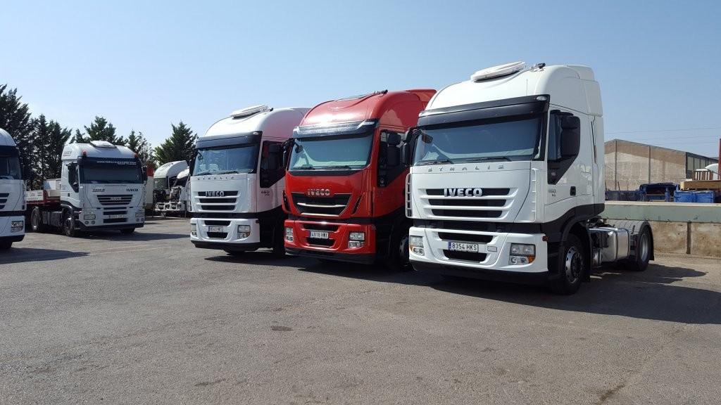El pasado sábado entregamos estas 3 estupendas cabezas tractoras de ocasión IVECO, 2 unidades AS440S46TP y una AS440S42TP Hi Way.