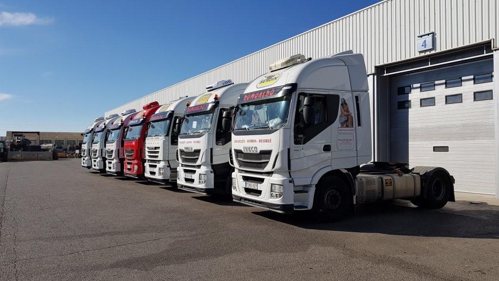 Entrega de varias cabezas tractoras de ocasión IVECO a nuestro amigo Romualdo, desde nuestro centro Ok Trucks en Teruel.