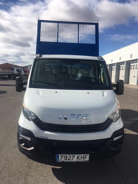 Entrega esta fantástica  IVECO Daily  modelo 35C12  con caja basculante azul  a nuestro amigo Andrei.