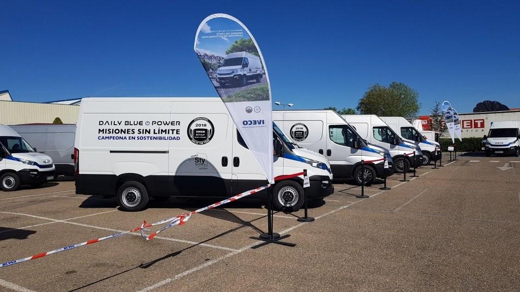 El equipo comercial de Talleres Fandos asistió ayer a la jornada de formación de la nueva gama ecológica de IVECO, la Daily Blue Power