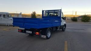 Entrega de furgoneta nueva IVECO 35C15 con caja basculante.
